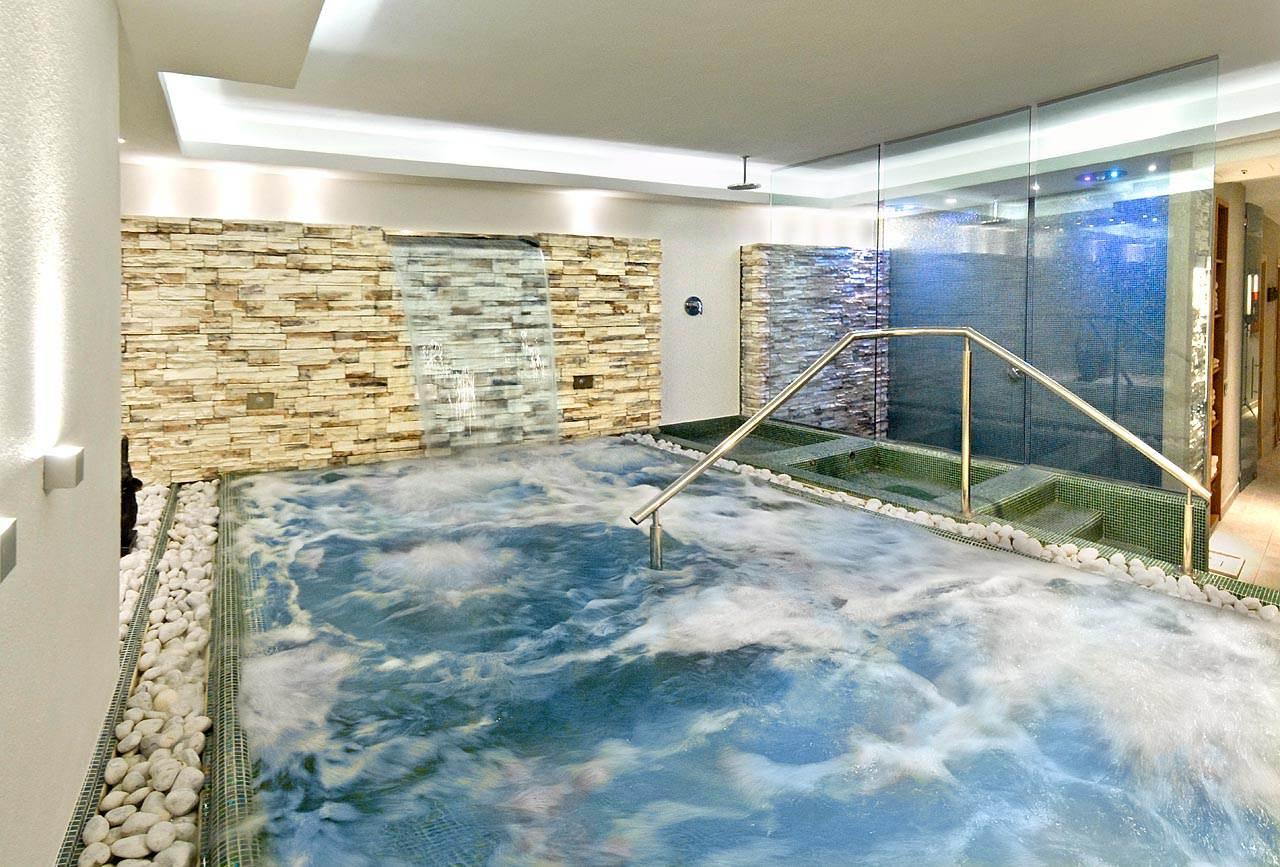 Hotel con centro benessere e vasca idromassaggio a riccione - Vasca da bagno piscina ...
