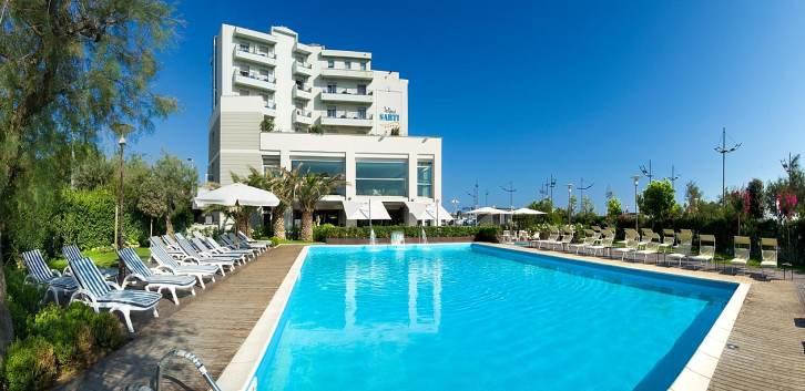 Hotel 4 stelle a riccione con piscina sul mare - Hotel sul mare con piscina ...